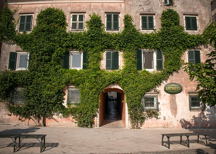 Architecture & Great Personalities Tour | Corfu Perspectives Guided Tours